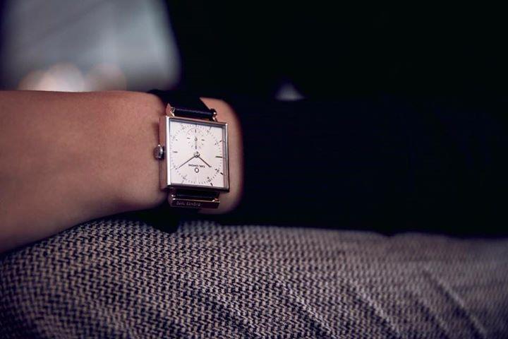 Carl Edmond, orologio Svedese, precisione a quarzo, tre anni di garanzia due più…
