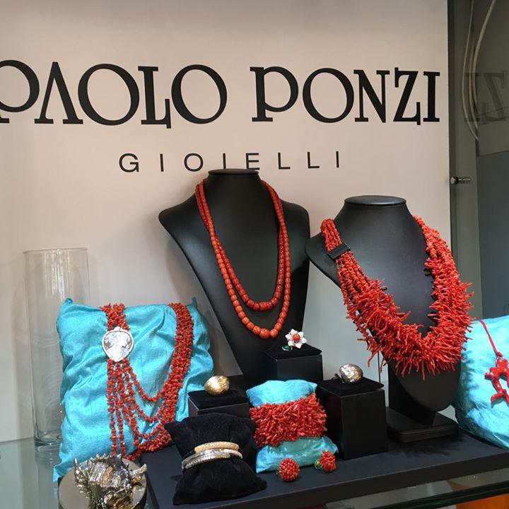 Corallo e Cammeo  Vetrina tutta dedicata all'artigianato tutto italiano  #fattoa…